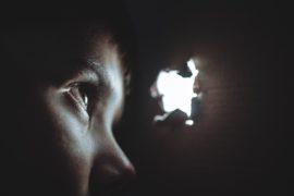 rupa kroz koju prodire svjetlost